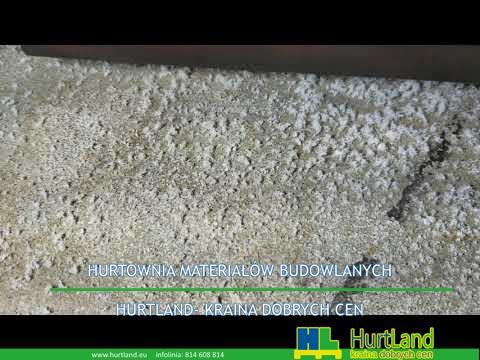 Wykwit (?) Na podłodze betonowej piwnicy