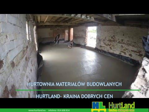 układanie betonowej podłogi w przebudowie obory